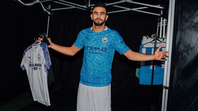 Riyad Mahrez en el vestuario.