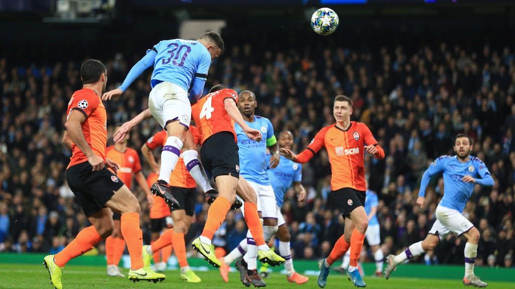 SANG JENDERAL : Nicolas Otamendi - Ancaman terbaik yang dibuat City dalam 45 menit pertama - nyaris buat gol dari sundulan