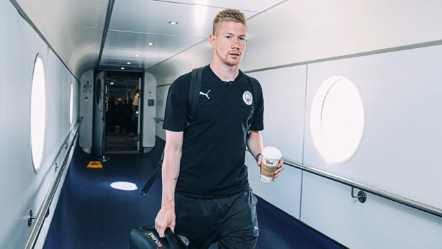 STITCH UP : De Bruyne's been given someone else's coffee!