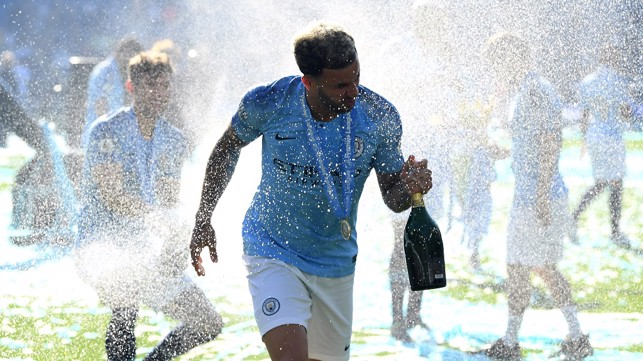 CHAMPAGNE SUPERNOVA : Kyle gets drenched at Brighton