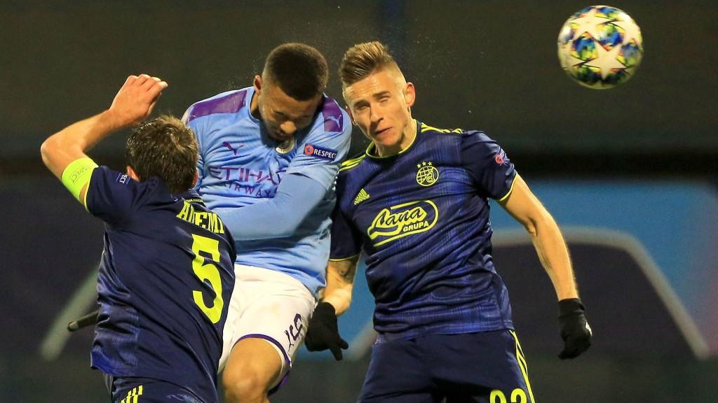 HEAD BOY : Gabriel Jesus melompat tinggi untuk buat gol penyeimbang City_