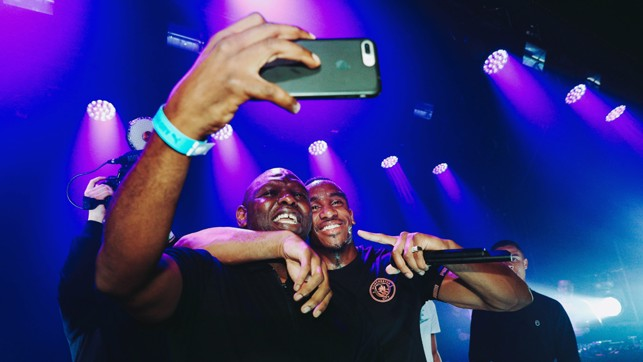 SNAPPED : Shaun Goater gets an on stage selfie.
