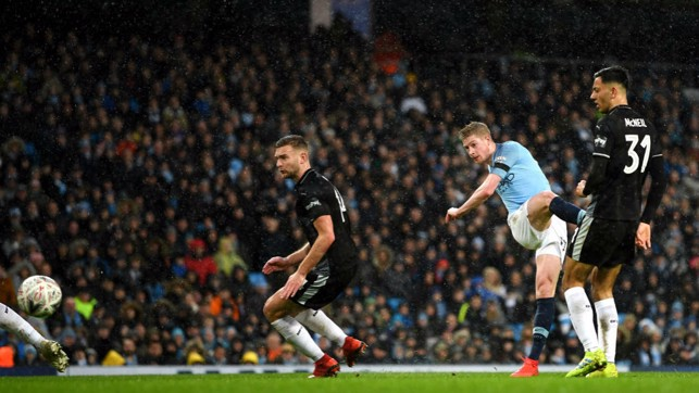 ROCKET : What a goal from Kevin De Bruyne!