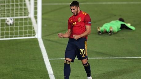 Torres nets first Spain goal as Garcia makes debut