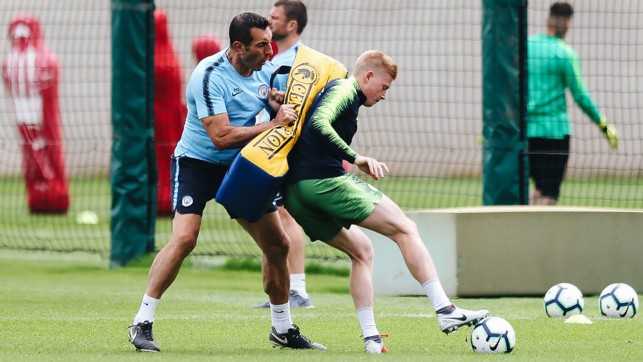 SHADOWPLAY : Kevin De Bruyne works on his close-quarter skills