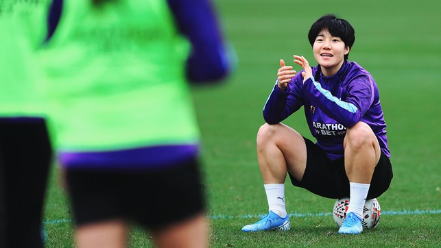 ON THE BALL : Lee Geum-Min sitting on possession