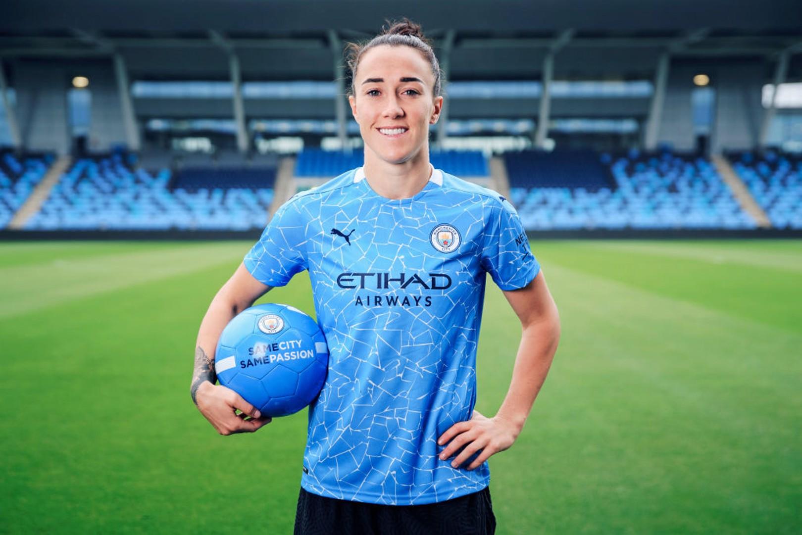 UEFA 올해의 여자 선수 후보에 오른 브론즈