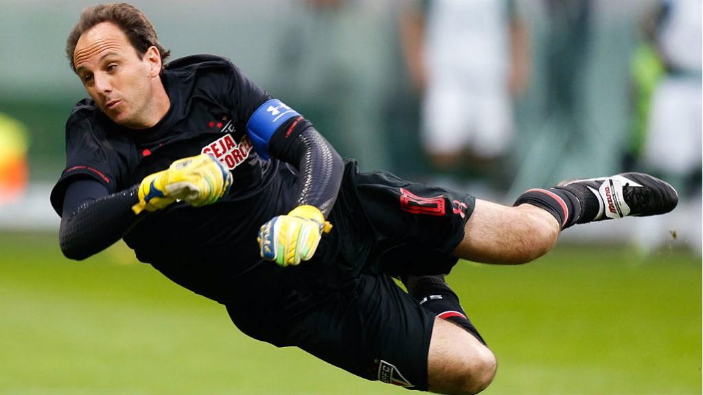 INSPIRASI: Rogerio Ceni beraksi untuk Sao Paulo saat masih aktif sebagai pemain