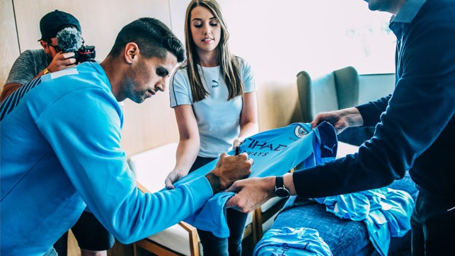 SIGNED SEALED AND DELIVERED : Cancelo is now a City player!