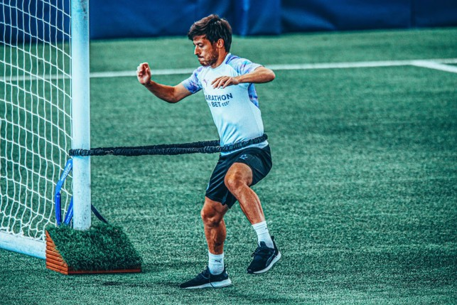 KERENGGANGAN MAKSIMAL : David Silva menjalani latihan rutin