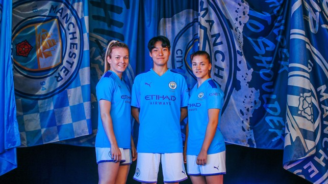 VISION ON : Lauren Hemp, Lee Geum-min and Jess Park are the centre of attention