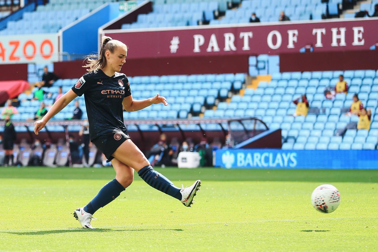 STANWAY. : Arrancó la temporada anotando dos goles en Villa Park.