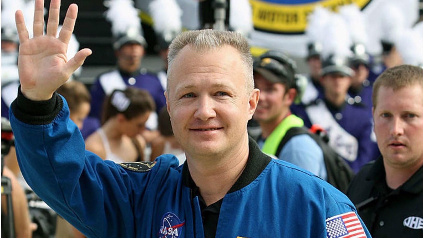 Para Bintang City Mengirim Pesan Pada Astronot SpaceX