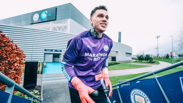 GLOVE STORY : Ederson prepares for Saturday's training session