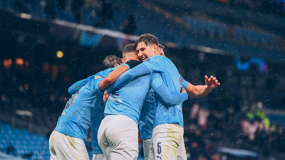 TANTANGAN BARU: Stones membantu City mengalahkan PSG untuk mencapai final Liga Champions perdananya pada April 2021.