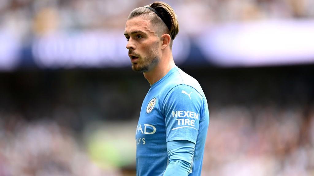 TITULAR. : Grealish salió de inicio en su primer partido liguero con el Manchester City.