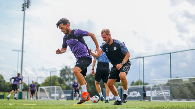 MAGIC TRICKS : David Silva puts in the hard yards