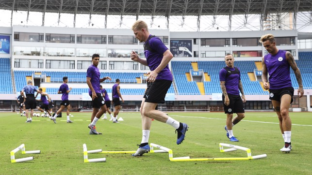 FOOTWORK : Kevin De Bruyne shows nimble feet