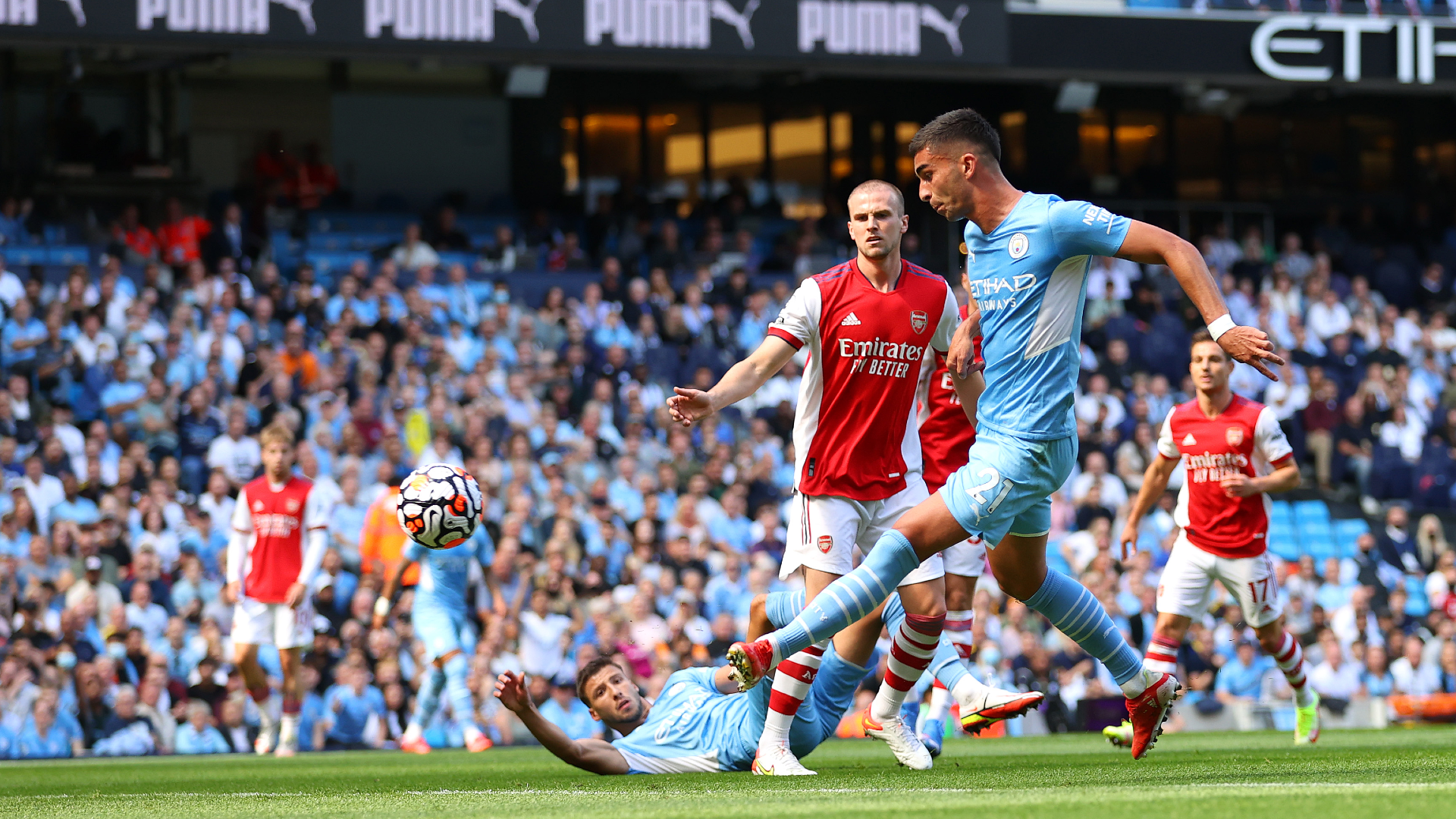 TORRES. : Con dos goles y una asistencia, Torres fue el mejor jugador del partido.