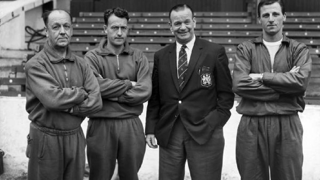 1963/64코치로 활동할 때의 모습(왼쪽 두 번째). 당시 감독이었던 조지 포이저와 함께 찍은 사진