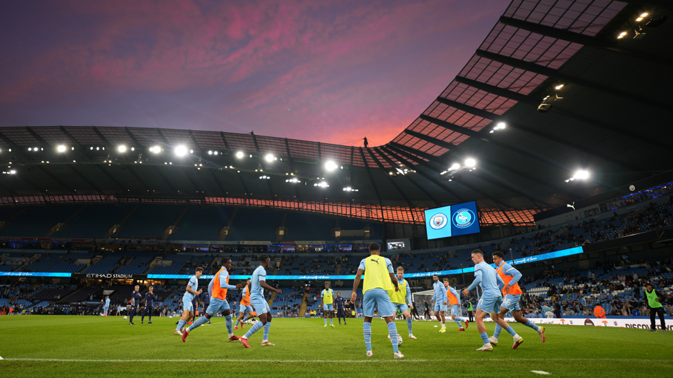 OH WHAT A NIGHT : Beautiful sunset over the Etihad!