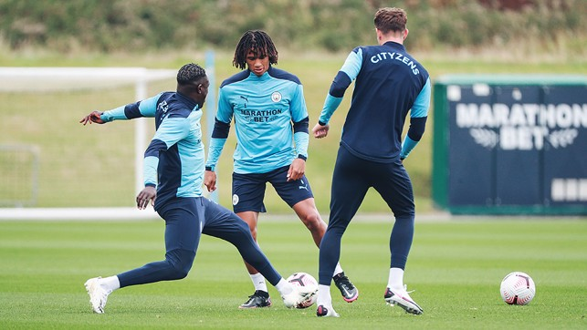 : Ake in the middle of Ben Mendy and John Stones