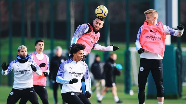 NICO'S BALL : Otamendi takes control