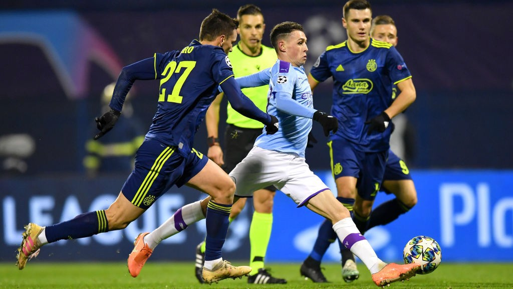 SLALOM : Phil Foden glides past the attention of a couple of Dinamo defenders_