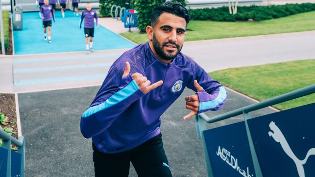 GETTING STARTED : Riyad Mahrez makes his way to the pitch