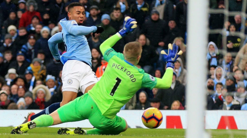 GIFT OF THE GAB : Gabriel Jesus beats Jordan Pickford to fire City into the lead